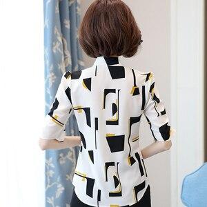 Image 2 - Élégant femmes en mousseline de soie à manches courtes chemise été 2019 nouvelle mode impression col en V blouses bureau dames grande taille hauts