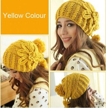 Amarillo Beanie Hat bola de la flor de ganchillo hechos a mano ...