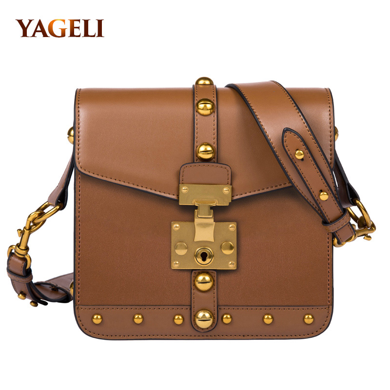 купить 2018 genuine leather women's shoulder bag fashion cool rivet crossbody bags for lady leather shoulder messenger bags for women по цене 3275.44 рублей