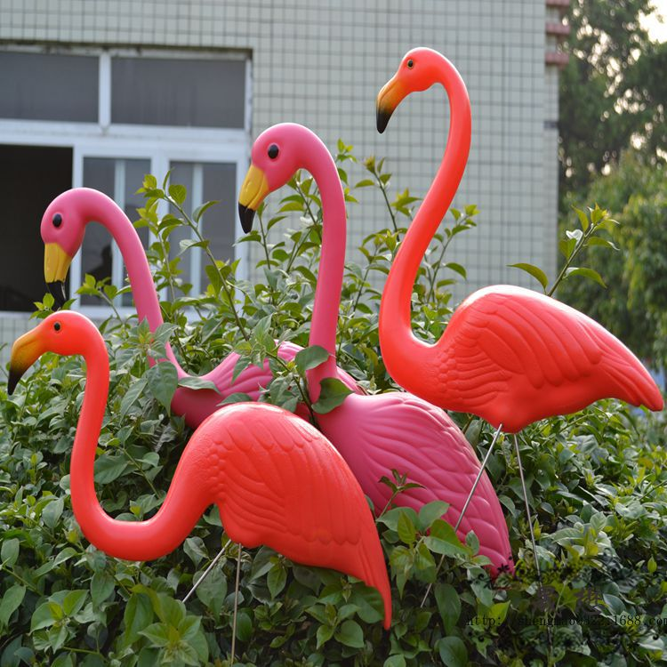 red pink plastic flamingos garden accessories crafts. Black Bedroom Furniture Sets. Home Design Ideas
