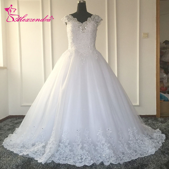 Ball Gown Appliques Beads Lace Sleeveless Wedding Dress V Neck Cap Sleeves Tulle Arabia Fluffy