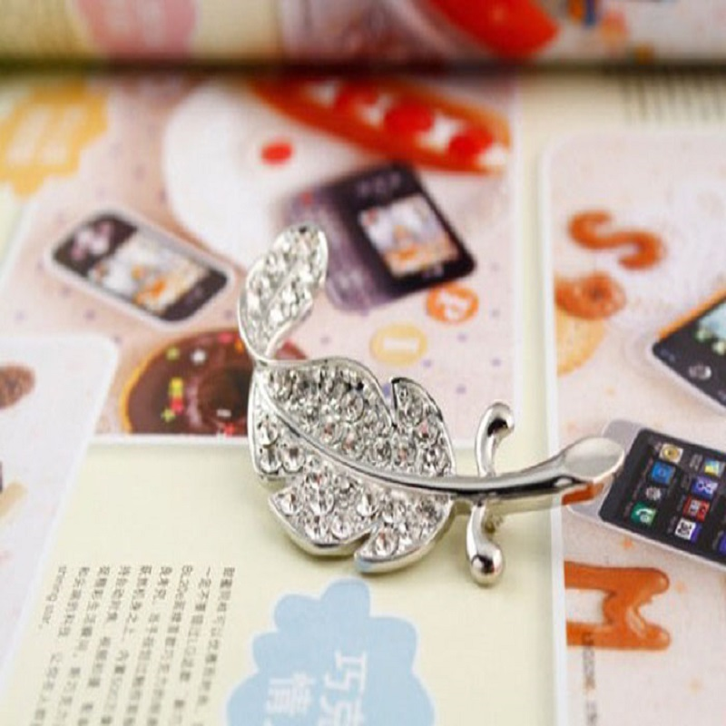 c0247a22b OTOKY 2018 Fashion Brooches Women New Retro Vintage Cute Beautiful Feather  Leaf Mini Cute Brooch Pin Broche Broche Spilla Feb28-in Brooches from  Jewelry ...