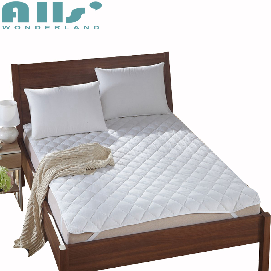 Solid Color Bed Protection Mat Modern Design Bed Decorations Cheap and Thin Bed Mattress High Quality Bed Pad for Bedroom