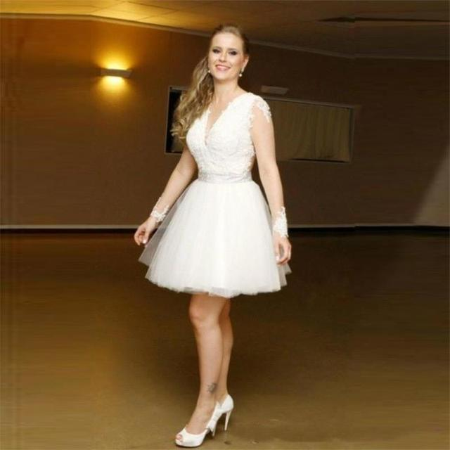 2016 Sexy Beige Lace Short Cocktail Dresses Long Sleeve See Through Back Ball Gown Tulle V Neck Cheap Short Prom Party Dress