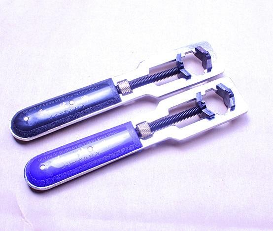 купить Wholesale 2PCS/pair hight quality watch repair tool Watch Case/Back Cover Opener/Wrench Remover Repair tool-201303114 по цене 593.62 рублей