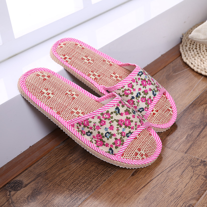 Small floral linen straw mat home sandals and slippers Indoor floor men and women couple home opening slippers simple satin and floral print design slippers for women