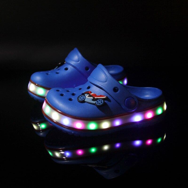 2017 Toddler summer style Brand children s sandals LED Lighted Flashing boys girls beach slippers kids