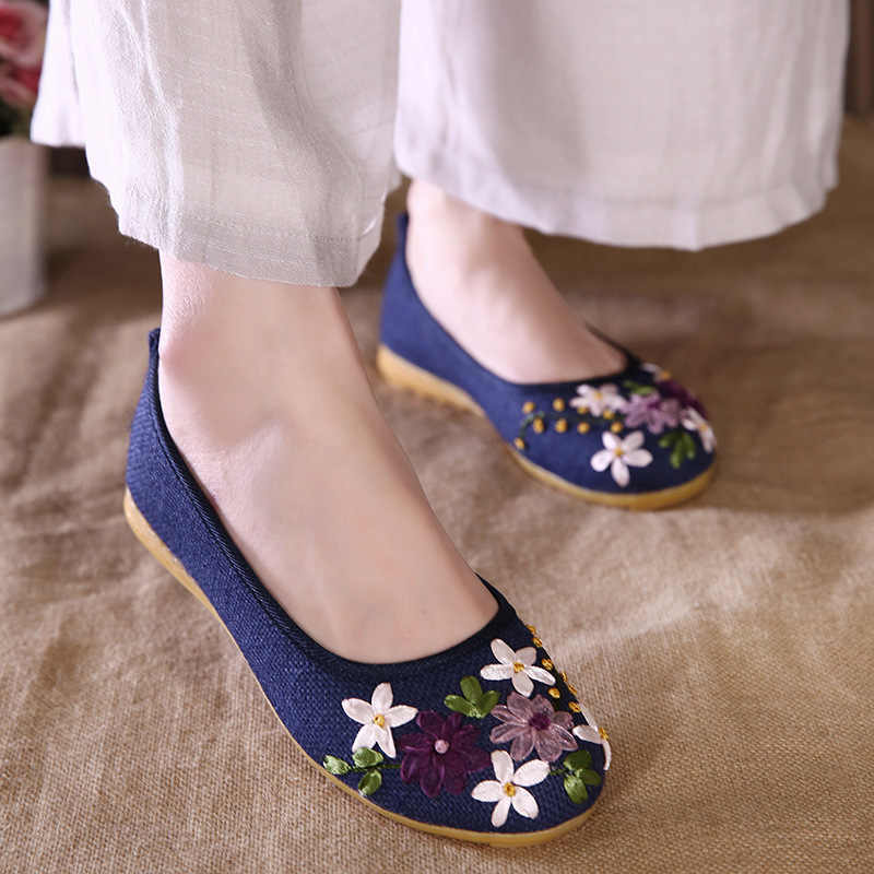 Plus Size 41 42 Flats Shoes Women Loafers Flower Embroidered Ballerina Flat Shoes National Style Boat Shoes women Canvas Shoes