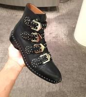 สีดำหนังS Tuddedข้อเท้าบู๊ทส์สำหรับผู้หญิงโลหะทองหัว