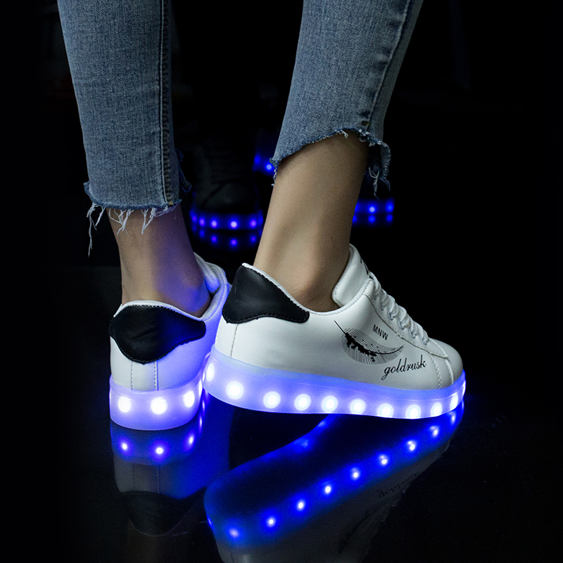 Fashion LED Sneakers with Graffiti 9
