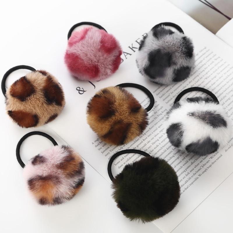 f2fab70f39a0 Nueva moda lindo niñas bola de peluche de elástico banda de pelo de los  niños accesorios