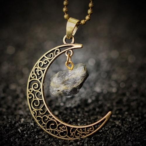 Kuu ja kristalliga kaelakett