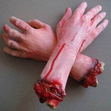 Life like 1PC Severed Scary Cut Off Bloody Fake Latex Life size Arm Hand Halloween Prop Haunted Party Decoration UM