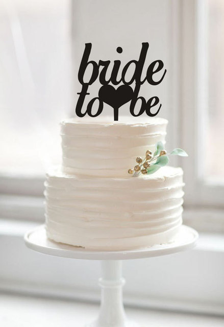 Decorating A Cake For Bridal Shower