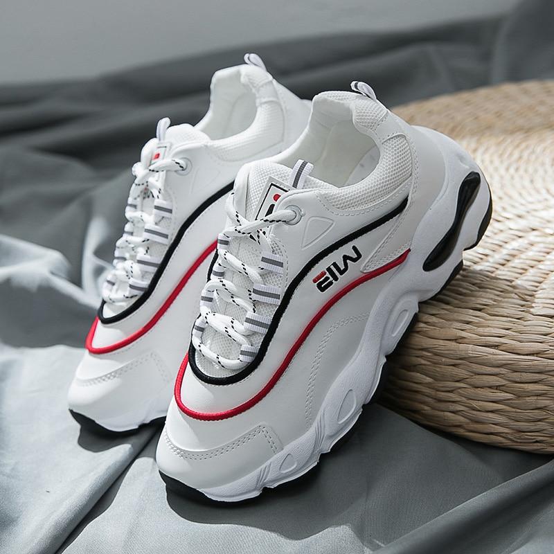 9a6047bd834e € 20.68  Blanco suave zapatillas mujer transpirable mocasines mujer zapatos  planos femeninos de cuero entrenadores Vintage 2018 moda Casual marca en ...