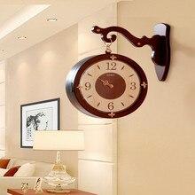 ca94f9c2b جديد النمط الصيني خشب متين الوجهين ساعة حائط غرفة المعيشة الوجهين المنزلية  الرجعية الكوارتز ساعة(