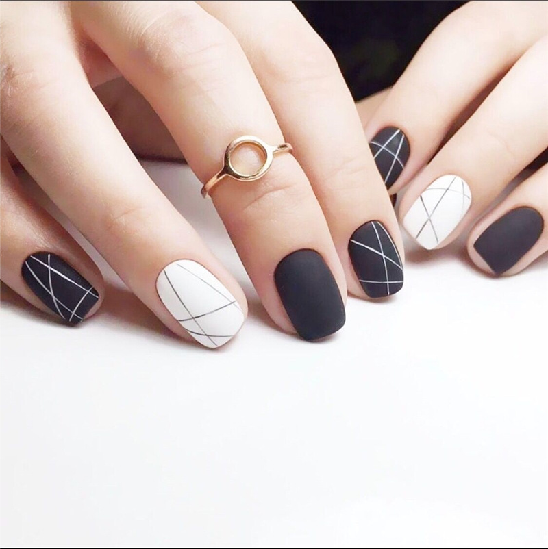 New 24 Pieces Matte Black And White Line Girl 3D DIY Fashion Style Plastic Art Short Fake False Sticker Nail Tips With Glue Gel