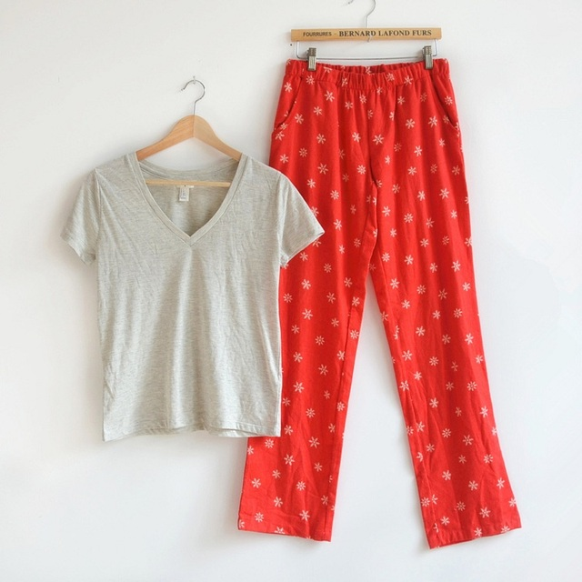 ffb6ed0900 Womens Spring Pajama Sets Women Brand Pajamas Red Snowflake Cotton Pyajamas  Women Sleepwears Tops+Pants