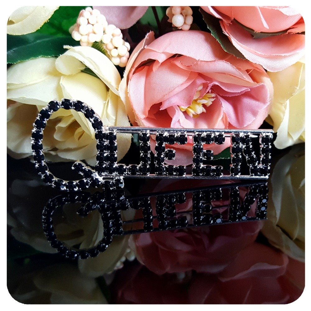 Black Rhinestone quot QUEEN quot Word Brooch Pins for Lady Queen in Brooches from Jewelry amp Accessories