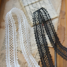 2018 hot sale Lace accessories Black and white water soluble embroidery lace 2.2 cm wide f821