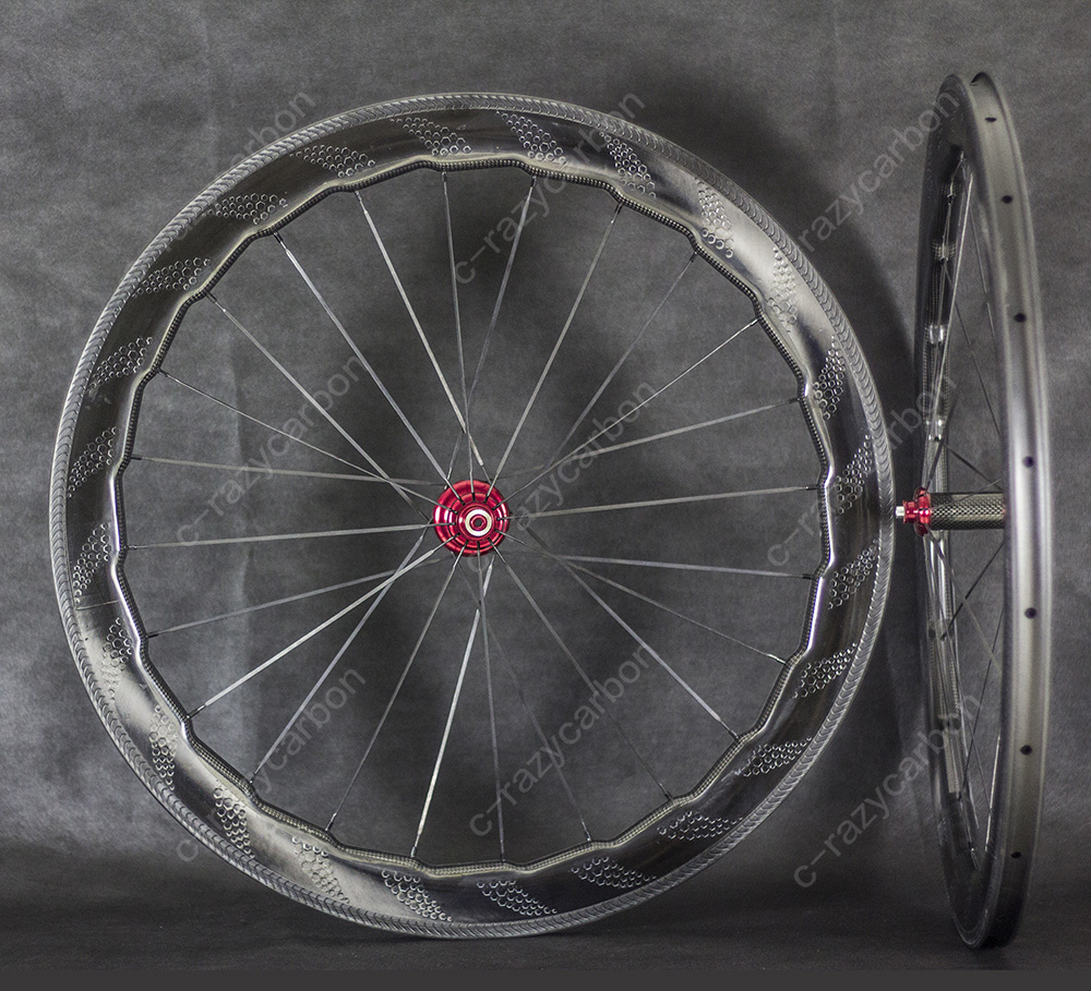 New Road Aerodynamic Weave Dimple Carbon Wheels Clincher Wheel 700C with Special Brake Surface