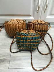 Вязание сумка Для женщин ручной работы плетеные сумки Мини сплетенные из натуральной кожи с заклепками пляжная сумка