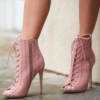 Модные розовые, черные носки, ботильоны с открытым носком, сандалии гладиаторы на шнуровке, женские ботинки на высокой шпильке, короткие бот