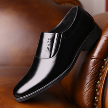 2019 New Men Quality Patent Leather Formal Shoes Pointed toe Bright Black Soft Man Dress