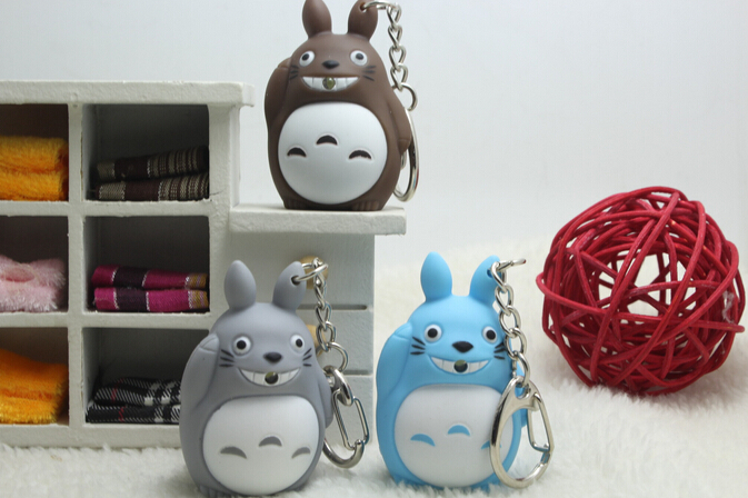 100 pcs/lot My Neighbor Totoro LED Keychains Light-up Sound Totoro Key Chain Action Figures Pendants Gifts 3 Colors Wholesale cool moana maui heihei led weapons light sound saber fishing hook action figures moana adventure lightsaber toy gift