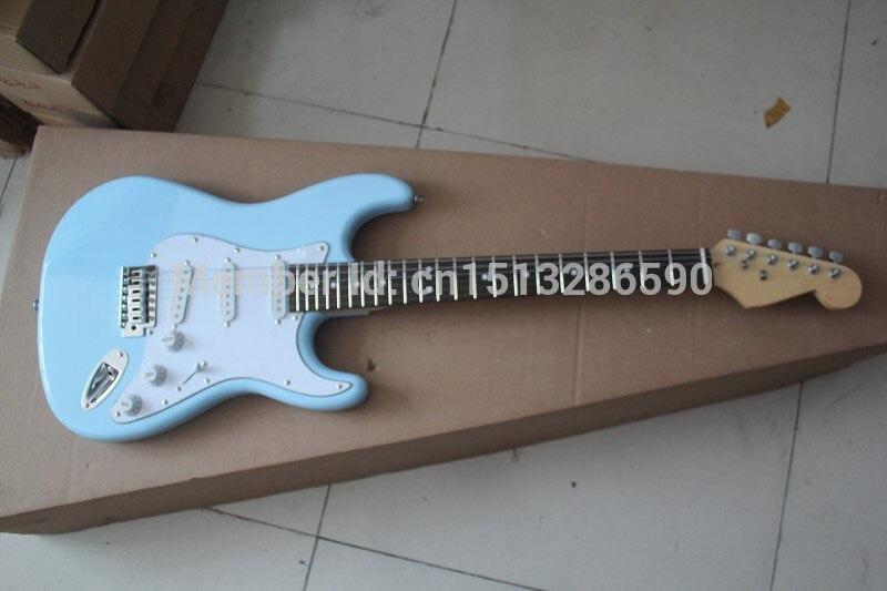 . Nouveau 6 cordes FD STRATOCASTER guitare électrique ciel bleu Touche érable guitare SSS (réduction du bruit pick-up)