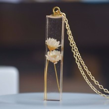 Daisy Ivory Real Flower Transparent Cube Resin Pendant Gold Color Chain Necklace Women Boho Fashion Jewelry Bohemian Vintage
