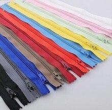 50 unids Upcik Color de las porciones Nylon bobina cremalleras Tailor herramientas de costura 8 pulgadas