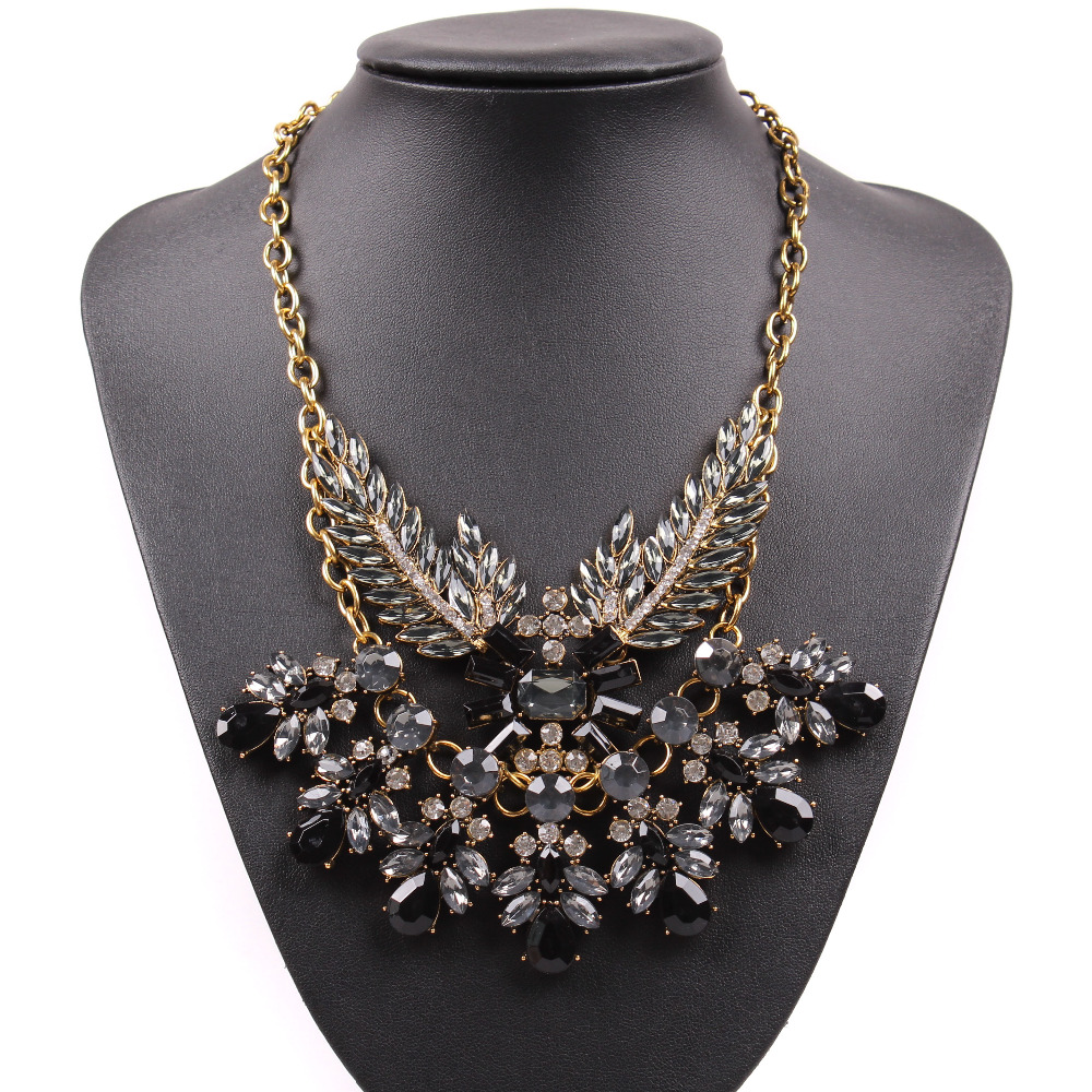 2017 New Fashion Design Model Gold Chain Sexy Crystal Bib Chunky ...