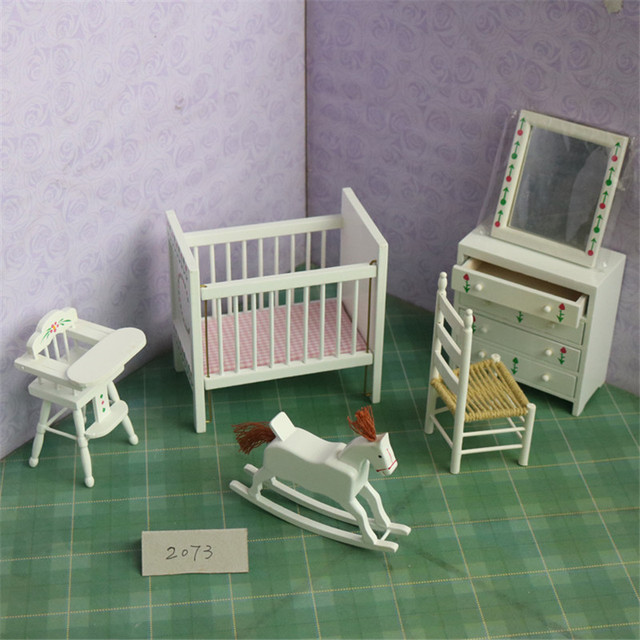 Doub K 1:12 blanco Dollhouse miniatura de madera Muebles cuna silla ...