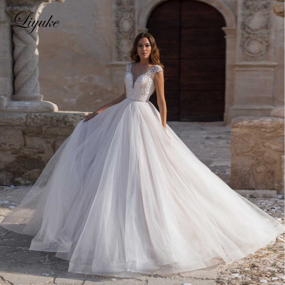 Liyuke רקמת חזה ואגלי אונליין חתונה שמלת נסיכה קצר שרוול שמלת כלה עם סגירת כפתורים