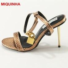 Miquinha женские Босоножки с открытым носком золотые Цвет Mujer Sandalia замок Украшенные Ремешок на щиколотке Элитный бренд звезда моды Обувь стилет