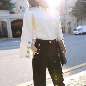 Image 4 - TWOTWINSTYLE Tay Loe Áo Nữ Chia Cổ Tròn Có Vòng Cổ Trắng Áo Thun Cổ Áo Thun Nữ 2020 Thời Trang Mùa Xuân OL Quần Áo