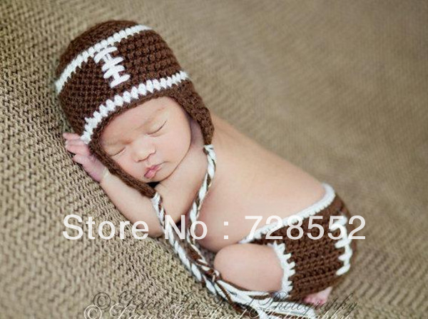 Free shipping cute football player handmade crochet photography props newborn baby hat and shorts