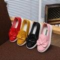 2016 nuevo otoño del resorte del arco zapatos lindos de la pu para las niñas dulces color establece zapatos del pie zapatos de la princesa niños zapatos de cuero ocasionales de los planos de zapatos