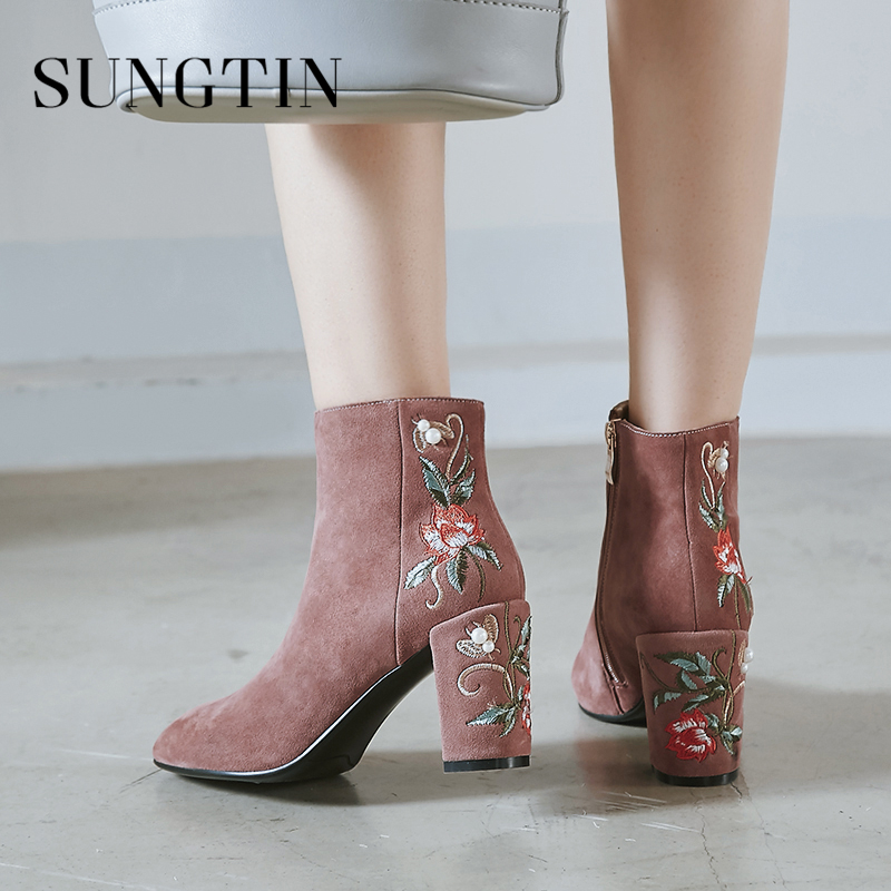 Sungtin Fashion Suede Women Ankle Boots Winter Plush Warm High Heel Short Riding Boots Vintage Embroidery Ladies Booties Shoes цена 2017