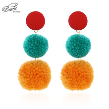 цена Badu Autumn Winter Pompom Earrings for Women Colorful Cotton Ball Pendant Long Dangle Drop Earring Jewelry for Christmas