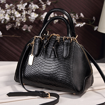 Women Handbag Fierce Snake...
