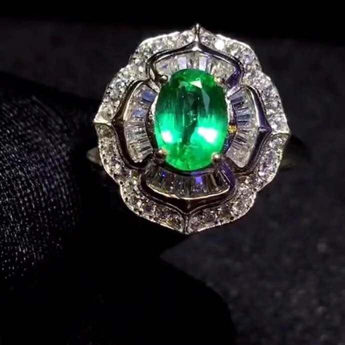 Naturel Colombienne Emerald Ensemble, Or Mosaïque Qualité, Haute Propreté, Taille 5*7mm, 925 Argent Seiko