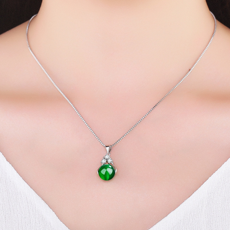 New Fashion Green Stone Lucky Beads Women Pendant Necklace Female Models Crystal Pendant For Women Jewelry