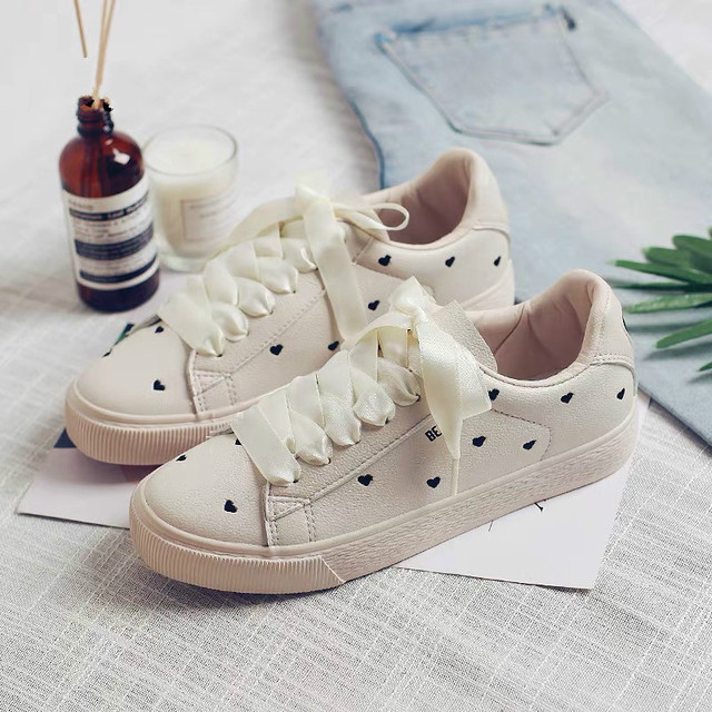 Women Casual Shoes with Heart Shape 2018 New Female Leather Sneakers Riband Lace Waterproof Girls Summer Shoes Solid Color 35-40
