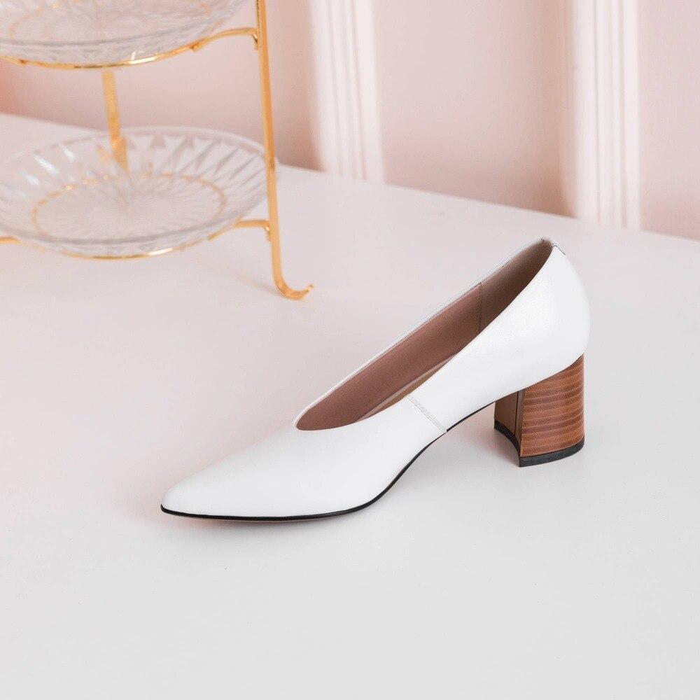Krazing Pot Europese kantoor lady chunky med hakken slip op wees teen pompen volnerf lederen elegante vrouw merk schoenen l22-in Damespumps van Schoenen op  Groep 2
