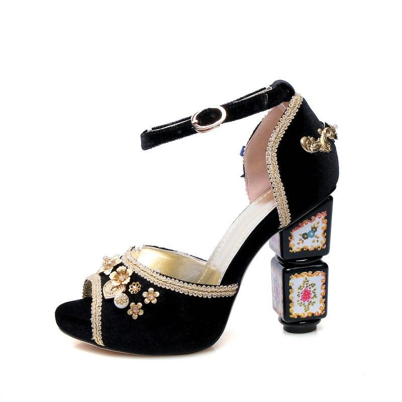 Femmes troupeau sandales style ethnique étrange talons hauts chaussures femme noir rouge blanc fête mariage dames sandales grande taille 34-43