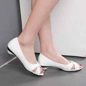 Image 2 - Большой Размеры по доступной цене; Большие размеры 34 43 и небольшой платформе мульти Цвет летние женские сандалии с цветочным принтом из Лакированная кожа с открытым носком туфли на КОНУСНОМ каблуке на каждый день, 9 3