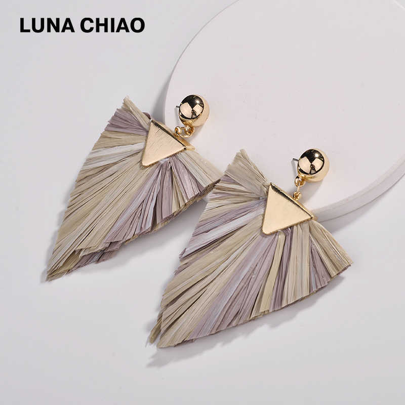 LUNA CHIAO 2018 Fall Trendy Fashion Triangle Shape Mix Color Raffia Fringe Tassel Drop Earrings for Women