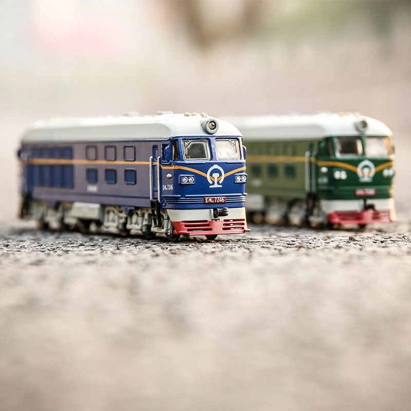 1:87 Model Train Ho Scale Dongfeng Locomotive Alloy Model Pull Back Simulation Classic Green Leather Train Model Children's Toy